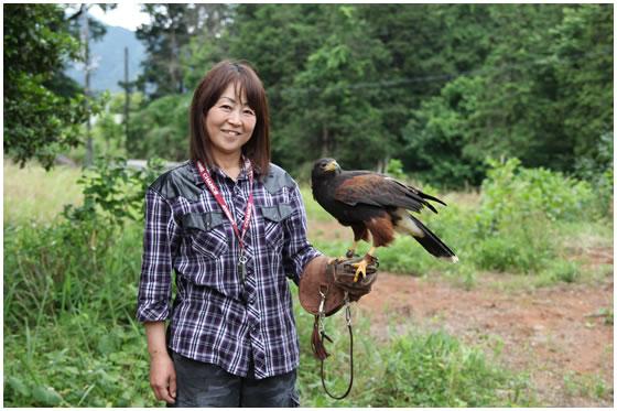 鷹のかぐらちゃんと吉井さん