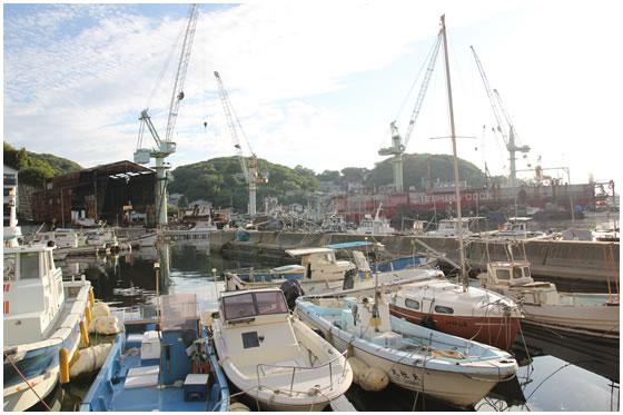 家島港、造船ドックやクレーン