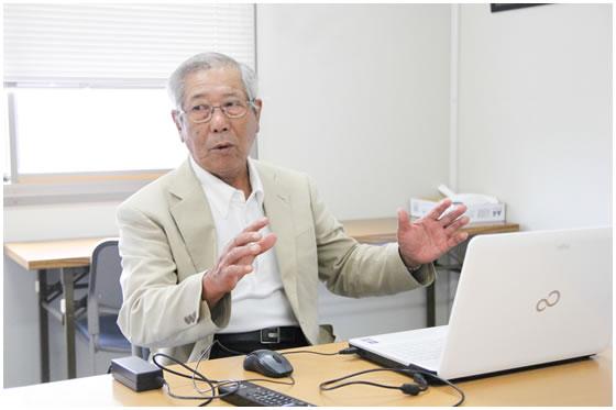 丸岡さんによる宇仁郷まちづくり協議会の活動紹介風景