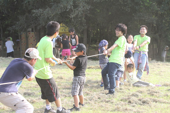 リーダーと子どもたちの綱引き