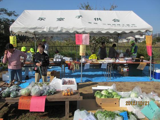 永室産の野菜販売風景