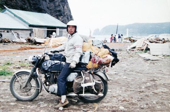 バイクにまたがって記念撮影