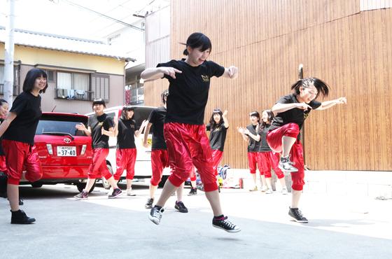 踊る高校生たち