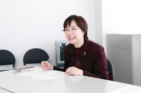 写真:NPO法人ゲートキーパー支援センター理事長竹内志津香さんバストアップ