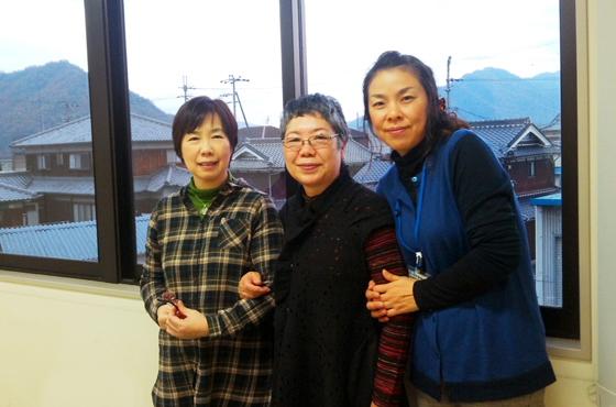 写真:女性3名の写真