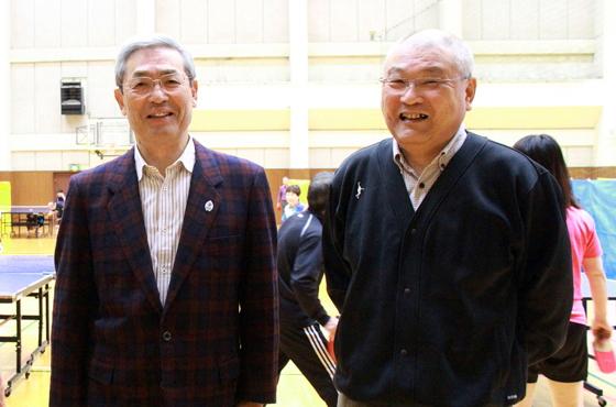 写真:市内体育館にて大辻さんと福田さん