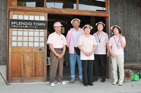 観光ガイドSACLAのメンバー