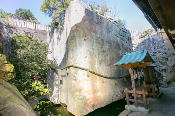日本三奇の一つ高砂の石の宝殿