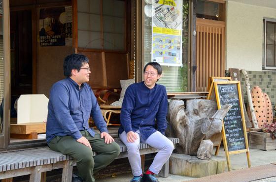 平成28年より、佐治スタジオの室長は出町さんから植地さん(左)に受け継がれている。