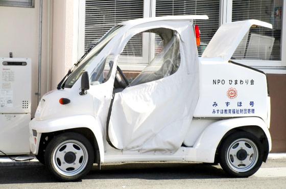 ひまわり会に寄贈され、配達時に活躍する電気自動車