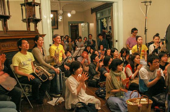 毎月様々なイベントが開催され、ローカルな才能から著名な音楽家や海外からのアーティストも出演