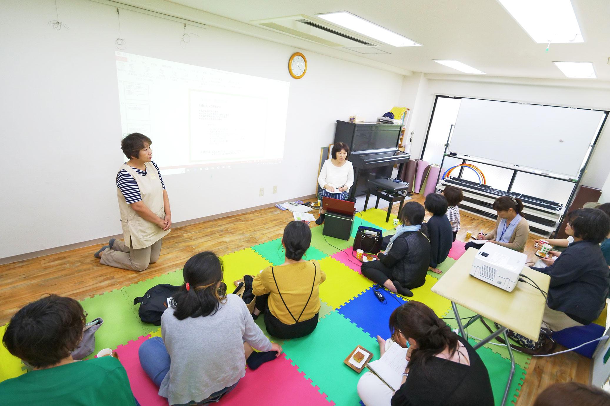 毎月第3木曜日10時〜12時に開催している「虹色カフェ」