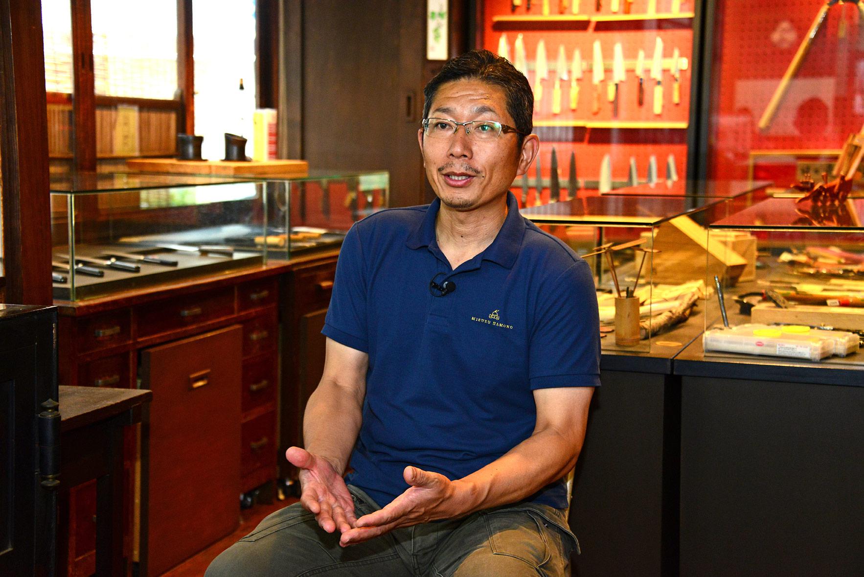 三寿ゞ刃物製作所の三代目で包丁職人の宮脇さん