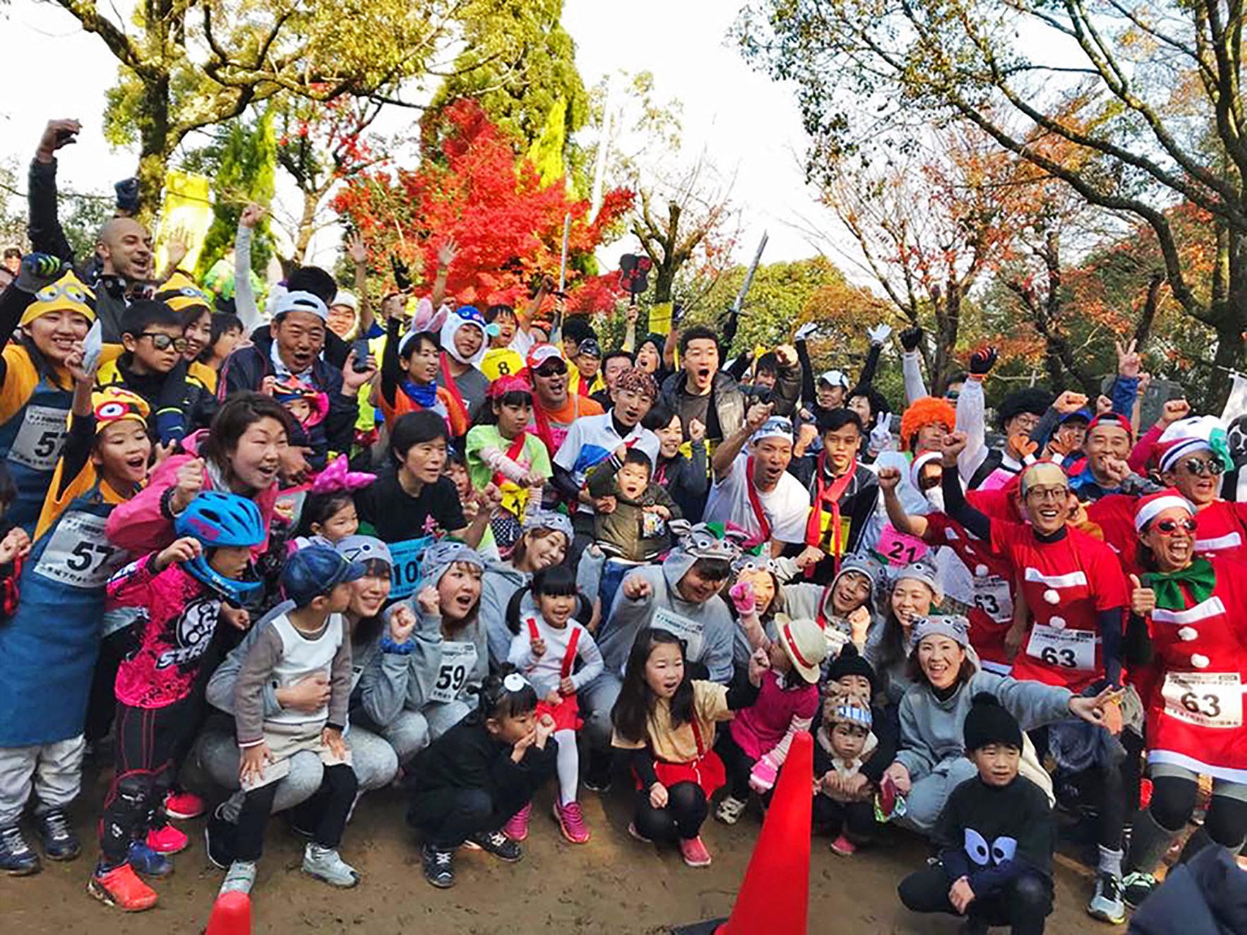 """リレーマラソン「三木ナメラン」で盛り上がる参加者たち。実力や成績ではなく""""みんなが楽しめる""""ことを大切にするイベントを企画している。"""