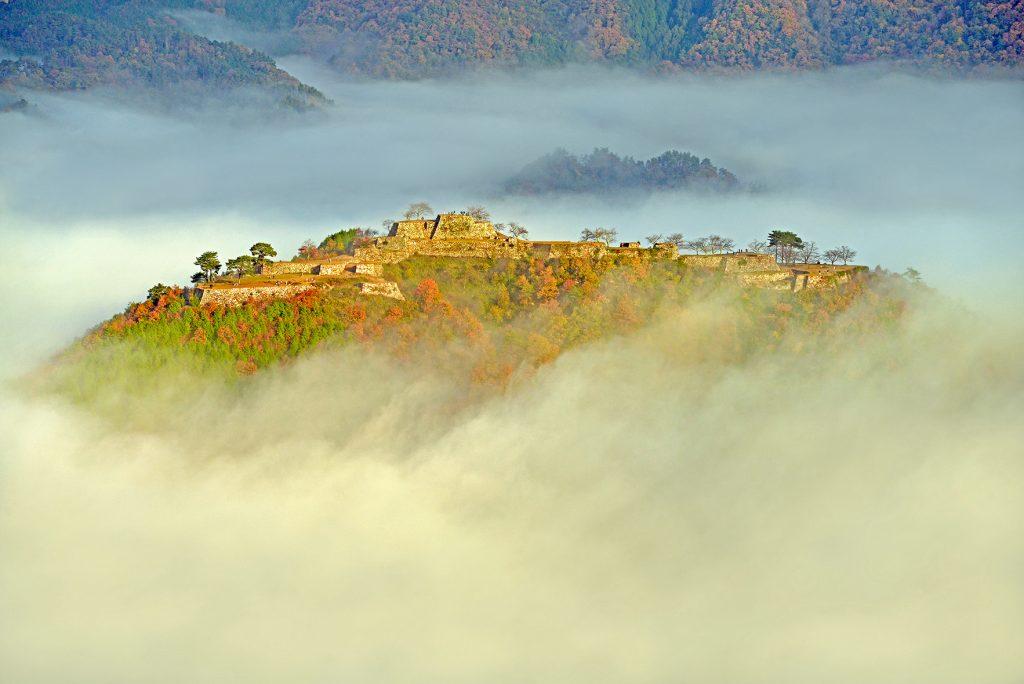 雲海に浮かぶ竹田城跡(秋)