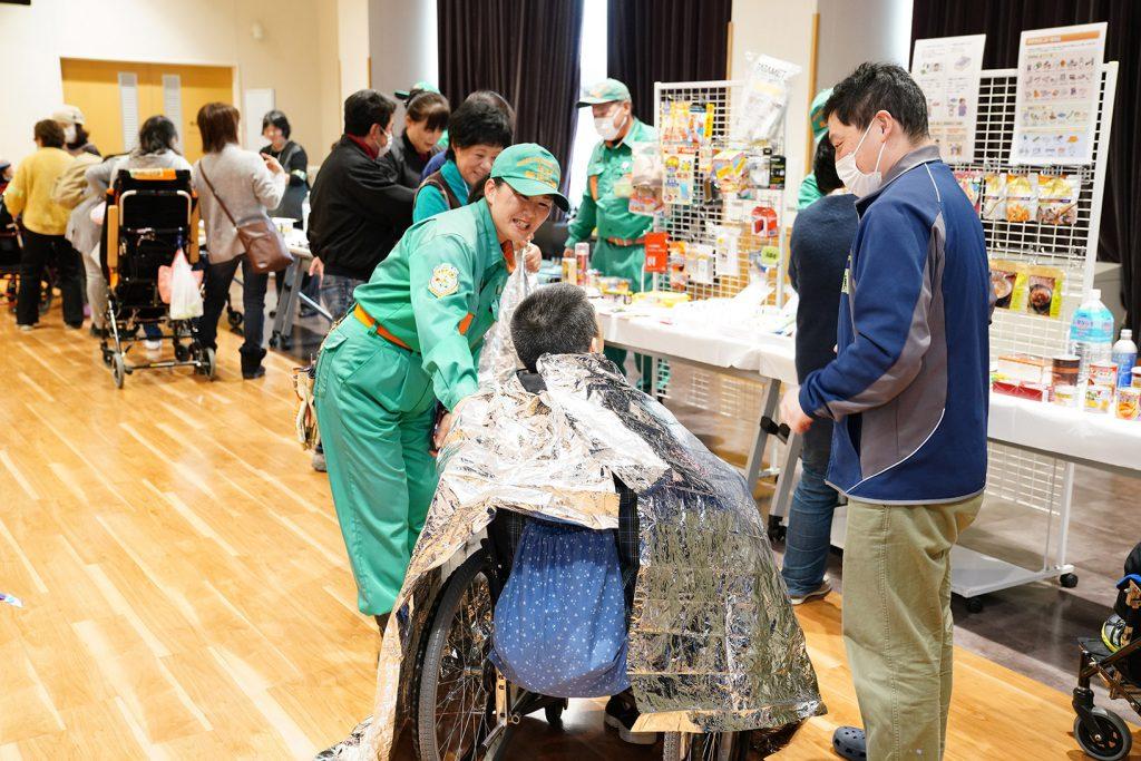車椅子利用者の方とそのご家族に防寒対策をアドバイス