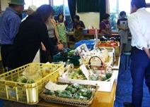 遠田青空市。地域で採れた農作物は好評で、地域外からも人が訪れる。