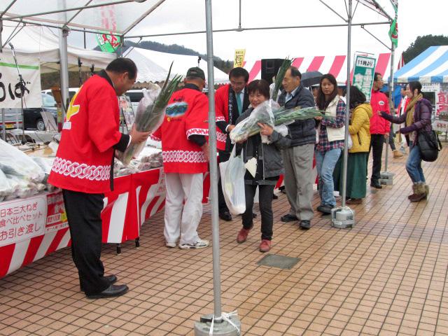 岩津ねぎ®の「解禁日」にはたくさんの人が列をなす