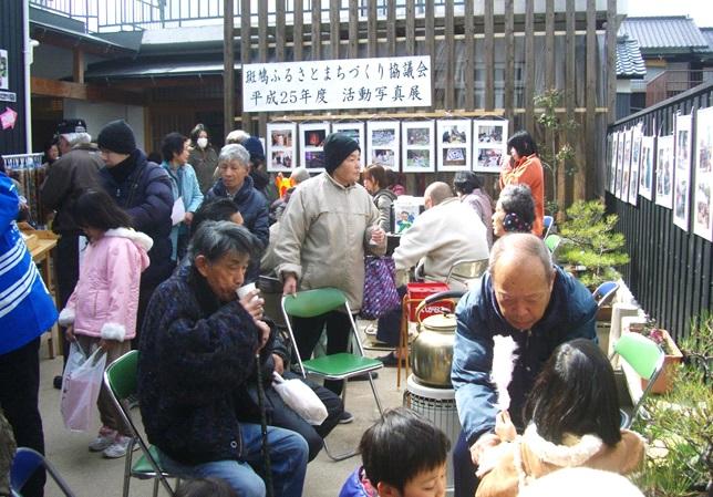 中庭にはイベントに応じて、地元の方がくつろげるスペースも用意されている。