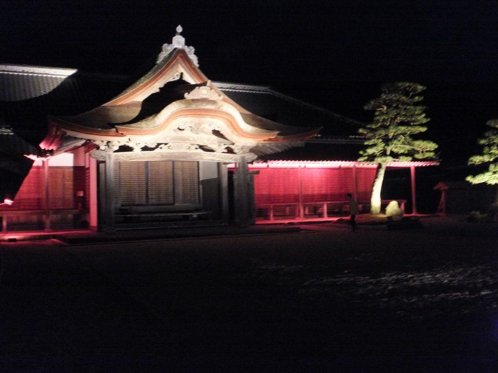 柏原藩陣屋跡はライトアップされ、幻想的な雰囲気に。