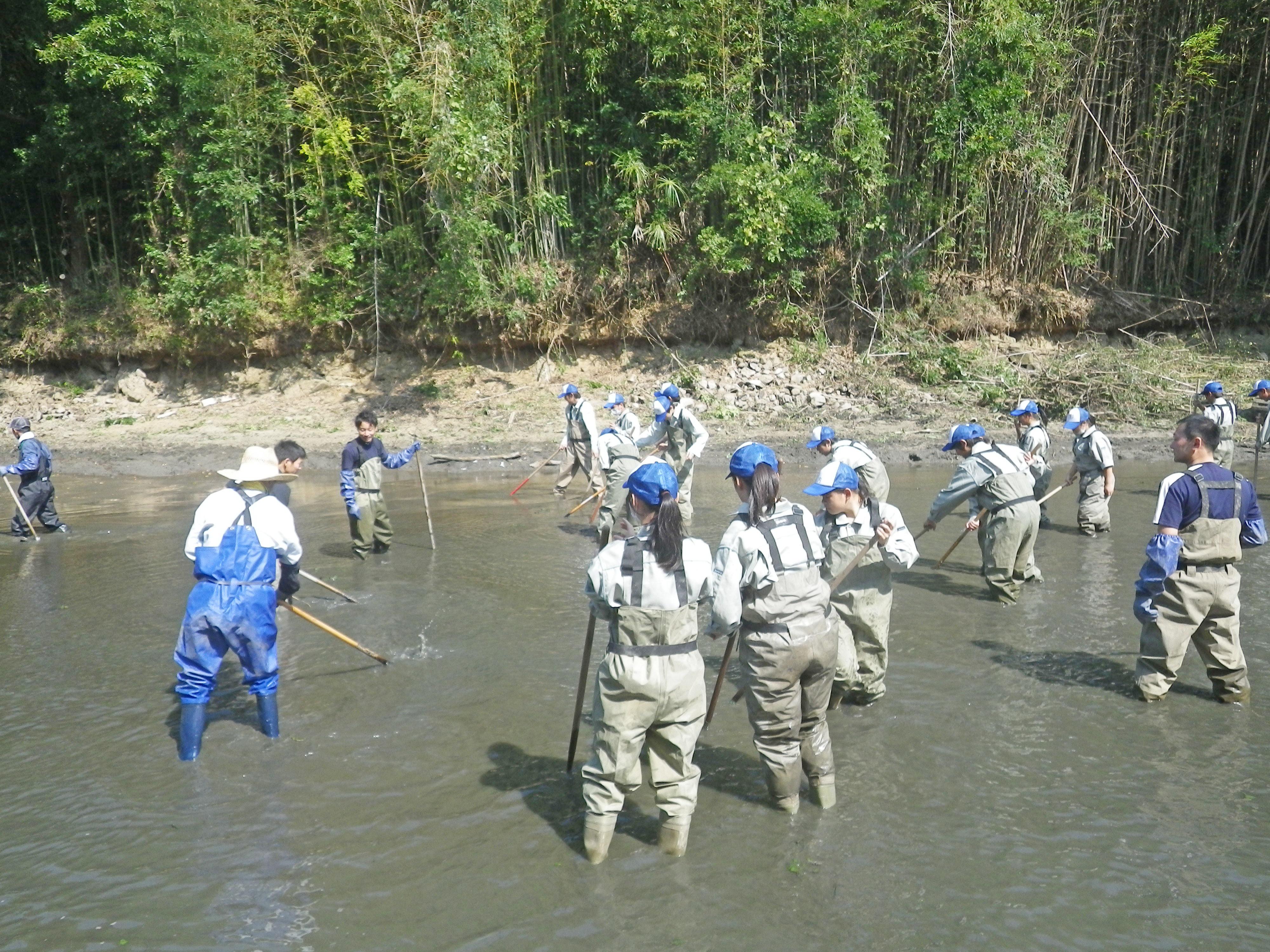 県立淡路高校の生徒が実際に作業を体験