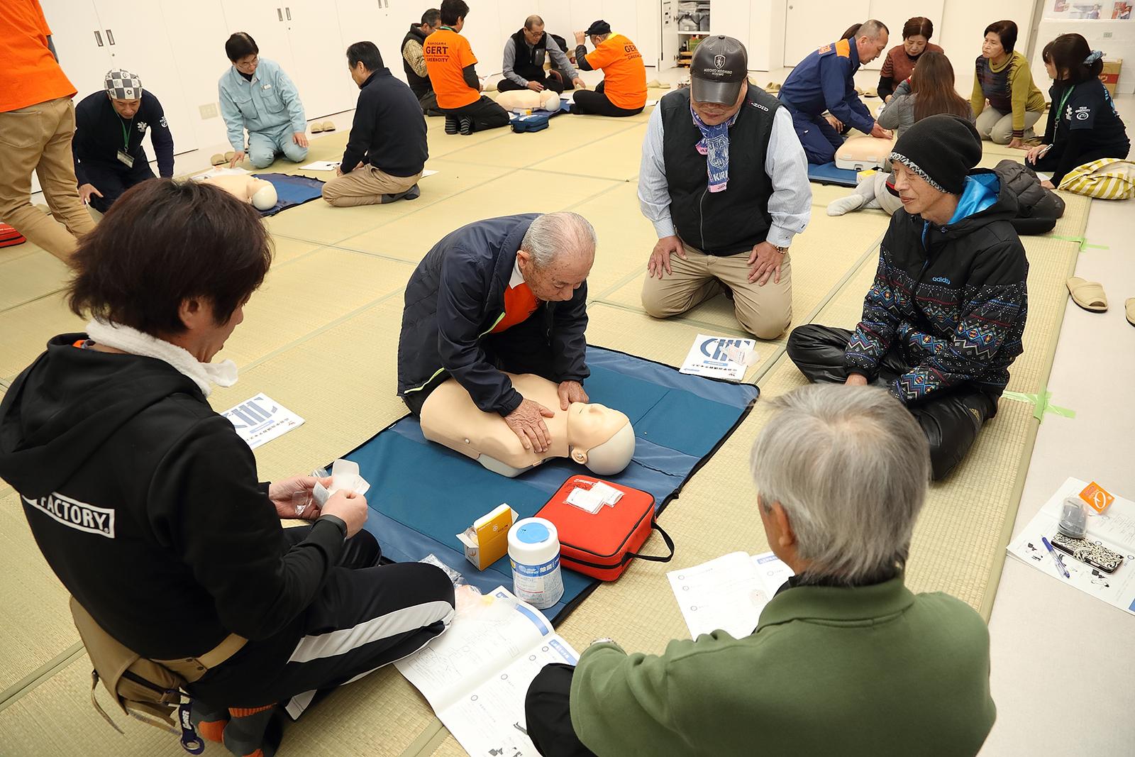 住民が参加する防災訓練。
