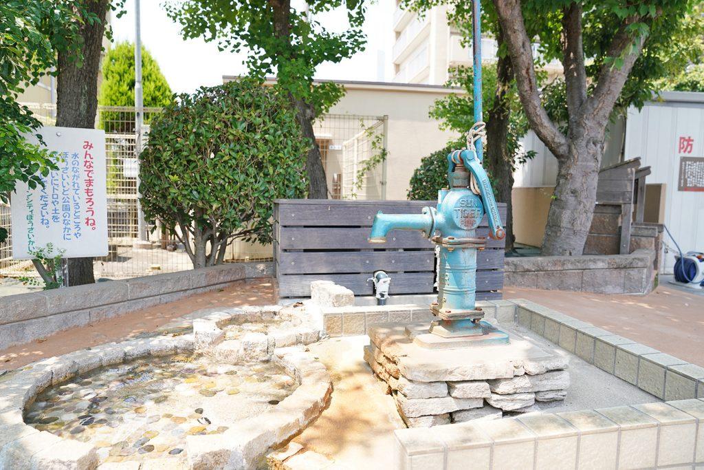 平成18年7月に完成した、マンションの敷地内にある「防災1号井戸」