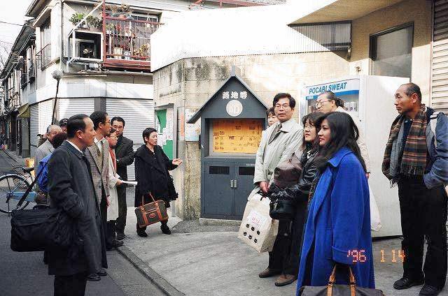 出向いた先で震災を語る「語り部キャラバン」として、平成8年に東京向島のまちづくりグループに招聘され、阪神淡路大震災の経験を伝える活動を支援した。
