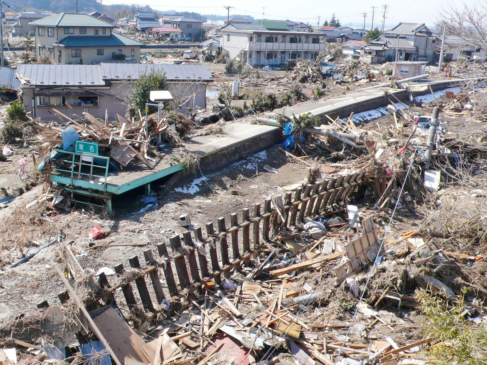 被災から1週間後の3月18日、神戸から知事に同行してバスで現地入りした野崎さんたちの目前に広がった東松島市の惨状。