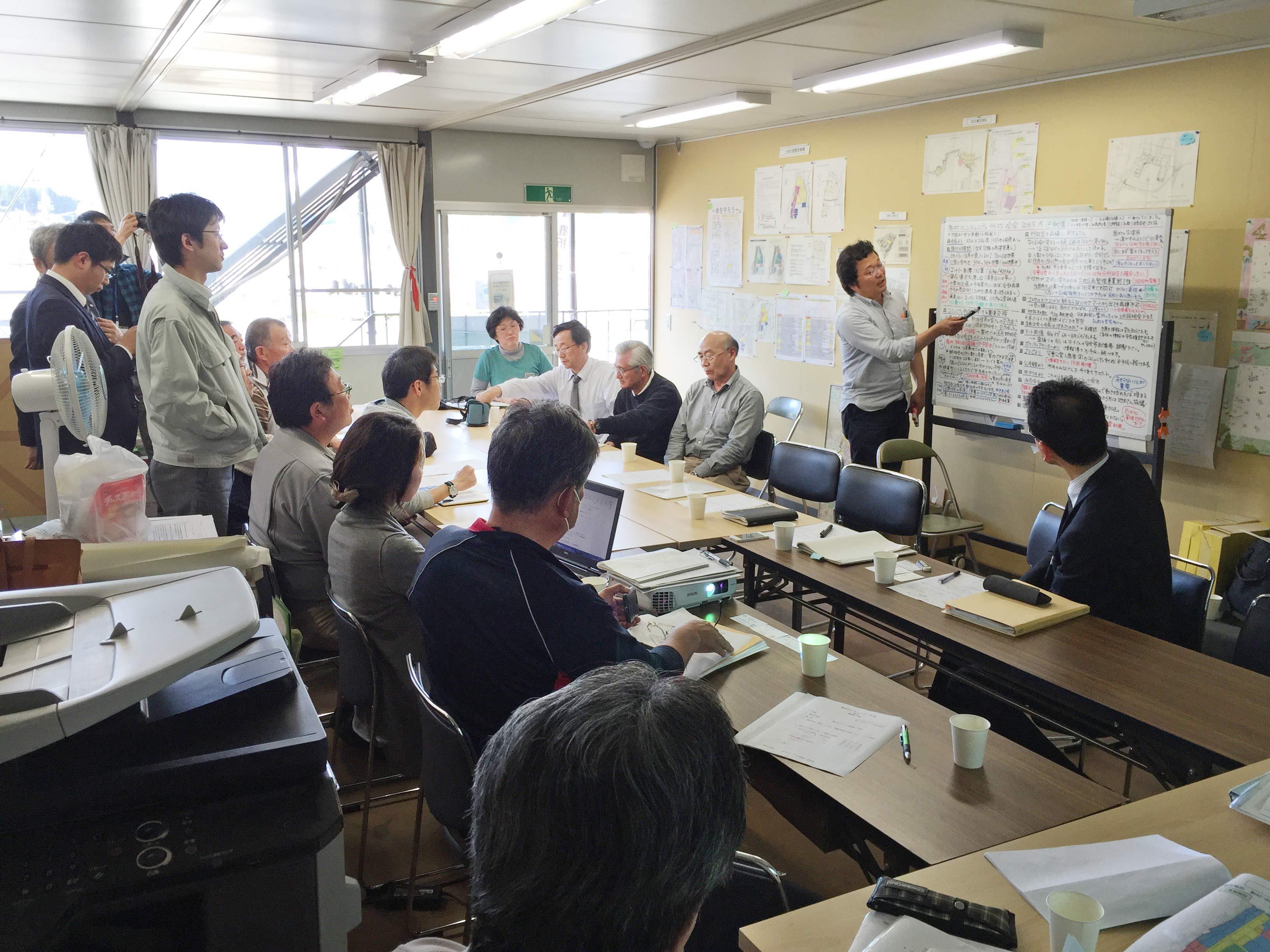 支援した気仙沼市鹿折地区まちづくり協議会では、行政との円卓会議で復興の進め方について理解を深めた。