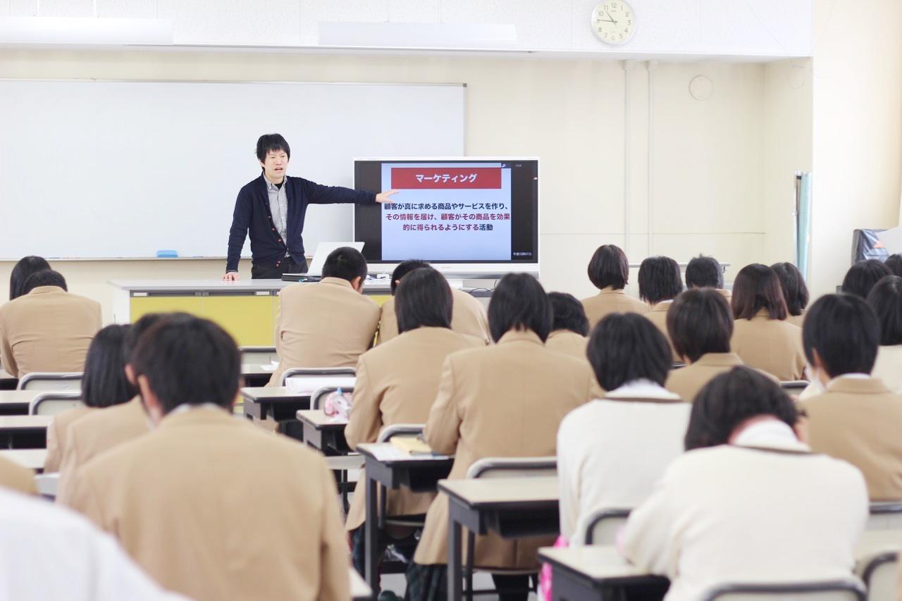 「高校生に生き方の幅を広げて欲しい。」との思いを込めて、授業を行っている